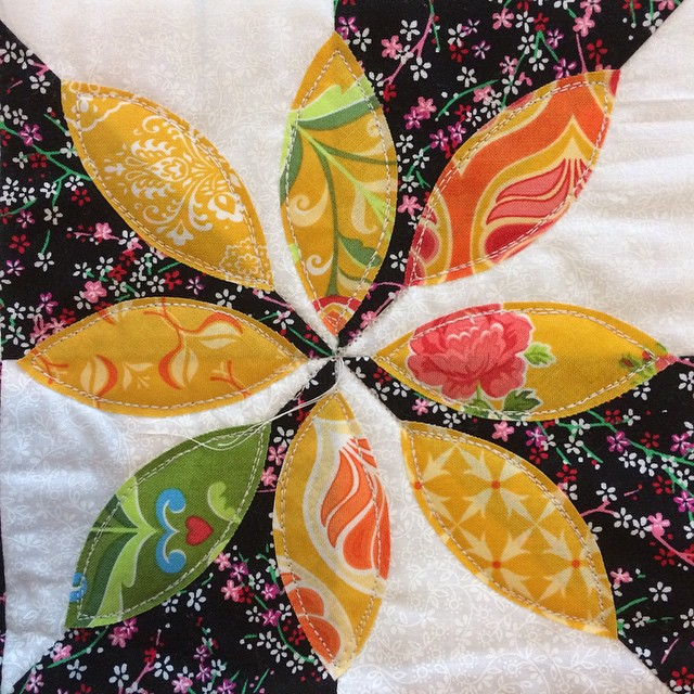 Forgot to show the quilting! This is a wall hanging I made at the @fatquarterly retreat, there are three other sections. The quilting is so easy! I can see myself doing all kinds of appliqué if I do this kind of quilting. Lol